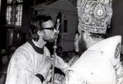 Дьяконскую хиротонию Георгия Кочеткова совершает ректор академии архиепископ Кирилл (Гундяев). 7 апреля 1983 г.