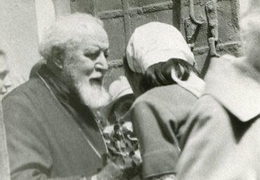 Протоиерей Всеволод Шпиллер (†1984) с прихожанами. 1970-е гг.