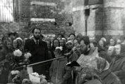 Богослужение в разрушенном Троицком храме, г. Электроугли. 1989 г.