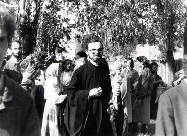 В Новодевичьем монастыре в день священнической хиротонии. 24 сентября 1989 г.