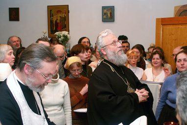 Член попечительского совета СФИ епископ Серафим (Сигрист) на праздничной вечерне в часовне СФИ. 90-летие протопресвитера Виталия Борового, 2006 год