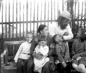 Прот. Сергий Мечёв с супругой Евфросиньей и детьми
