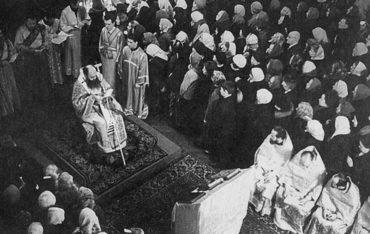 Митрополит Никодим (Ротов) возглавляет литургию св. ап. Иакова в храме Ленинградской духовной академии. 1969 г.