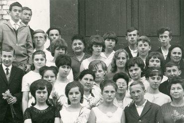 Школьная фотография (Георгий Кочетков — четвертый слева в последнем ряду). 1966 г.