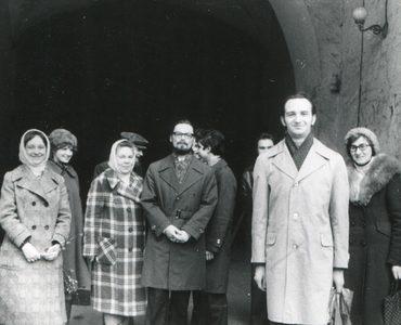 Георгий Кочетков с частью своей группы в Новодевичьем монастыре. 1979 г.