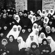 Священник Сергий Мечёв с общиной в начале 1920-х годов. Источник: Правмир.ру